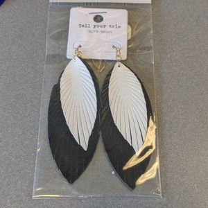 Drop feather leaf earrings